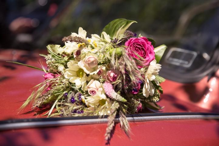 Florist-blumenladen-Zinnowitz-rosen-und-dornen-hochzeit-blumenstrauß-wildblumen-wiesenstrauß-Brautstrauß