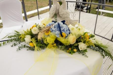 tischgesteck-hochzeit-gelb-blau